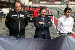 Teamchef Colin Kolles, Hispania Racing Team; Teambesitzer Jose Ramon Carabante Hispania Racing F1 Team