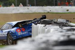 #12 Team Impul Nissan GT-R Nismo GT3: Joao Paulo de Oliveira crash