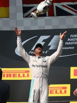 Подіум: Переможець гонки Льюїс Хемілтон, Mercedes AMG F1