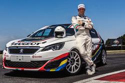 Stefano Accorsi e sulla Peugeot 308 Mi16 GTi