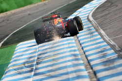 Max Verstappen, Red Bull Racing RB12 fa scintille