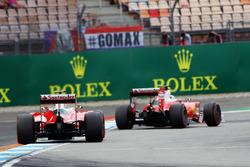 Sebastian Vettel, Ferrari SF16-H precede il compagno di squadra Kimi Raikkonen, Ferrari SF16-H
