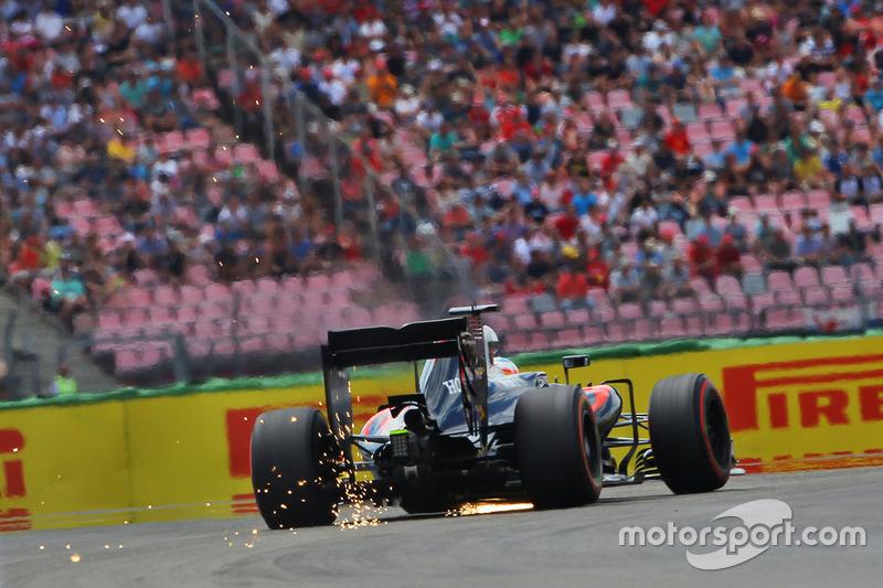 Fernando Alonso, McLaren MP4-31 fa scintille