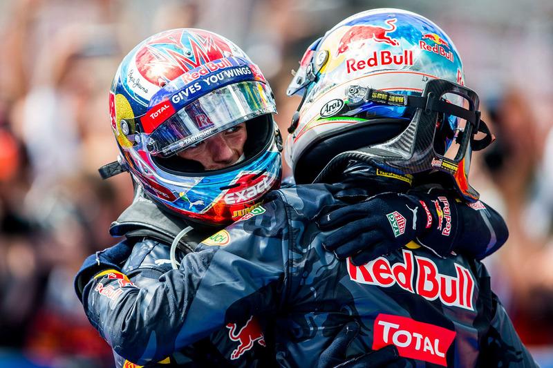 Derde plaats Max Verstappen, Red Bull Racing en tweede plaats Daniel Ricciardo, Red Bull Racing in parc ferme