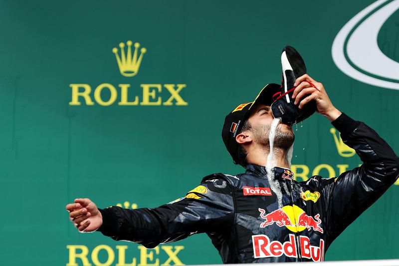 Второе место в Германии занял Даниэль Риккардо и порадовал публику оригинальным празднованием – австралиец выпил шампанское из собственного ботинка