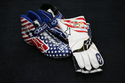 Kurt Busch, Stewart-Haas Racing Chevrolet, Olympic-themed racing shoes and gloves
