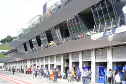 La pitlane du Red Bull Ring