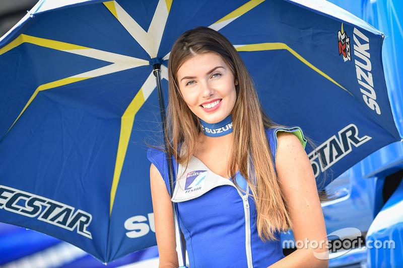 Hermosa chica de Suzuki