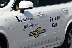 Motorsport.com Volvo XC90 safety car