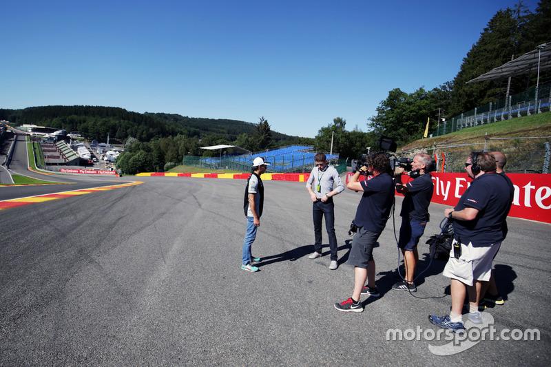 Серхио Перес, Sahara Force India F1 и Пол ди Реста, резервный пилот Williams