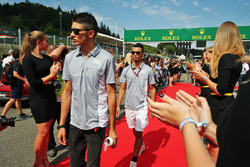 Pascal Wehrlein, Manor Racing y Esteban Ocon, Manor Racing en el desfile de pilotos