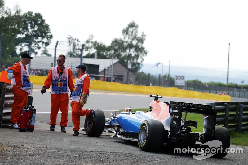 La Manor Racing MRT05 del ritirato dalla gara Pascal Wehrlein, Manor Racing a lato della pista