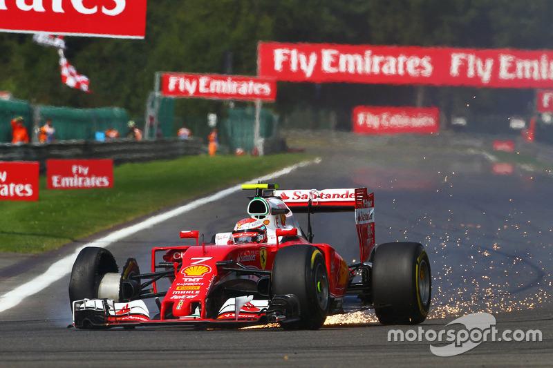 Кими Райкконен, Ferrari SF16-H с проколом на старте гонки