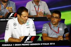 Aldo Costa, Mercedes AMG F1 Mühendislik Direktörü ve Luca Furbatto, Manor Racing Tasarım Şefi