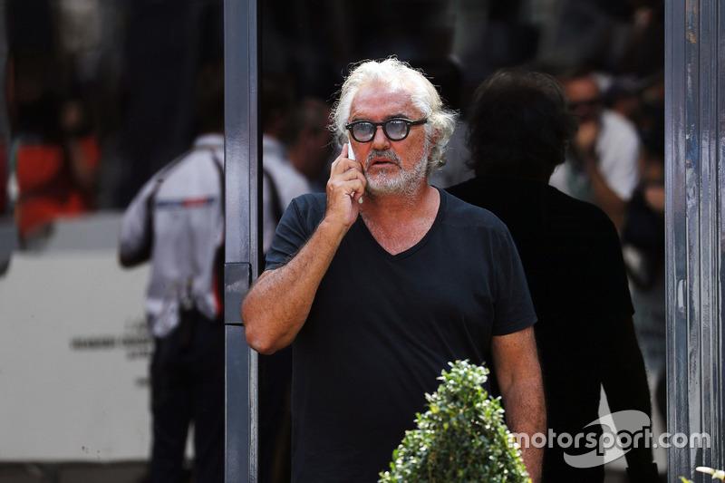 ... Briatore hin und wieder gesichtet wird, aber nicht in offizieller Funktion