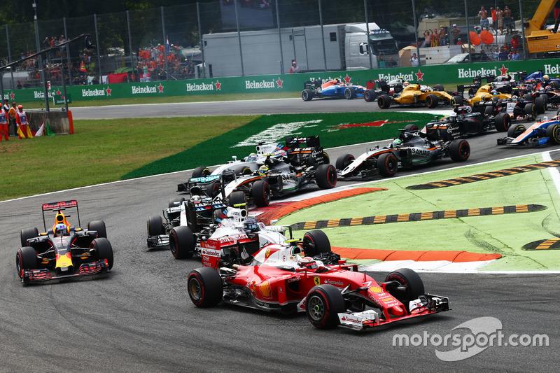 Kimi Raikkonen, Ferrari SF16-H al inicio de la carrera