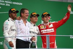 Podio: il vincitore Nico Rosberg, Mercedes AMG Petronas F1 W07, secondo Lewis Hamilton, Mercedes AMG F1 W07  terzo Sebastian Vettel, Scuderia Ferrari SF16-H