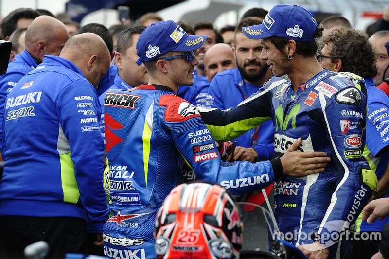 Ganador de la carrera Maverick Viñales, equipo Suzuki MotoGP, Valentino Rossi, Yamaha Factory Racing el tercer lugar