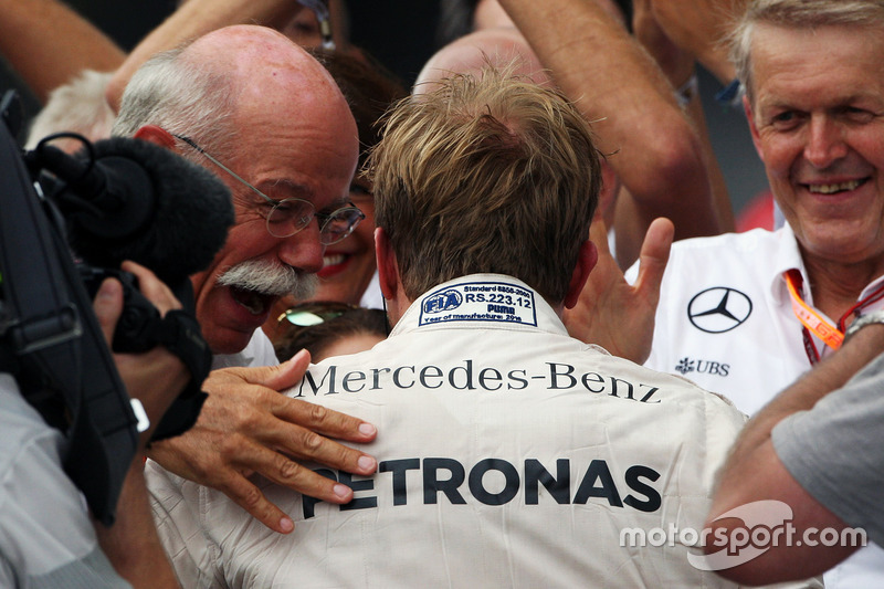 Race winner Nico Rosberg, Mercedes AMG F1 celebrates with Dr. Dieter Zetsche, Daimler AG CEO in parc ferme
