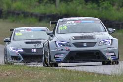 Джек Лемвард (SEAT Leon TCR) та Нарасак Іттрітпонг (Honda Civic TCR)