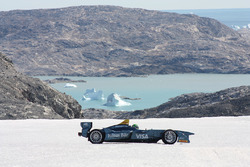 Lucas di Grassi guida sul circolo polare artico