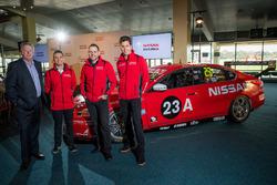 Richard Emery, Nissan-Sportchef in Australien; Rick Kelly, Nissan Motorsport; Michael Caruso, Nissan Motorsport; Todd Kelly, Nissan Motorsport