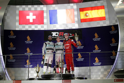 Podium: Sieger Jean-Karl Vernay, Leopard Racing, Volkswagen Golf GTI TCR; 2. Stefano Comini, Leopard Racing, Volkswagen Golf GTI TCR; 3. Pepe Oriola, Team Craft-Bamboo, SEAT León TCR