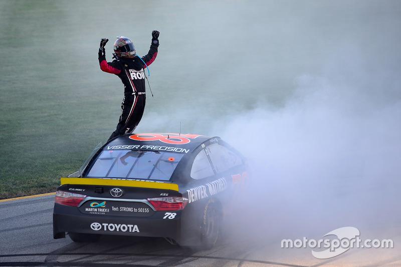 7. Ganador de la carrera Martin Truex Jr., Furniture Row Racing Toyota