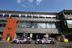 #2 United Autosports Ligier JSP3 - Nissan: Alex Brundle, Mike Guasch, Christian England and #3 United Autosports Ligier JSP3 - Nissan: Matt Bell, Mark Patterson, Wayne Boyd