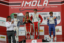 Podium Rookie, course 1: le deuxième, Simone Cunati, Vincenzo Sospiri Racing, le vainqueur Juri Vips, Prema Powerteam, le troisième Lorenzo Colombo, BVM Racing et Fabienne Wohlwend, Aragon Racing