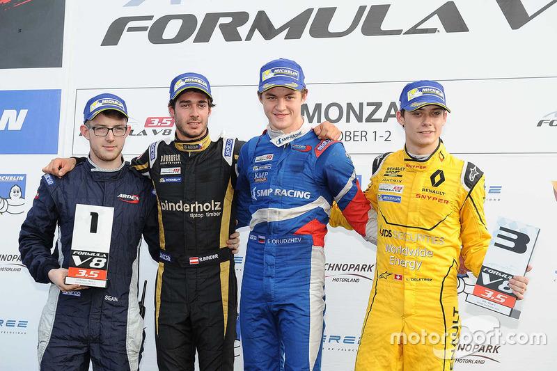 Podium : le vainqueur Egor Orudzhev, Arden Motorsport, le deuxième, Rene Binder, Lotus, le troisième, Louis Deletraz, Fortec Motorsports