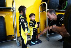 Junge Fans vom Renault Sport F1 Team