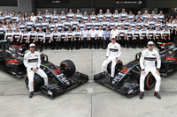 A team group photo. Fernando Alonso, Stoffel Vandoorne and Jenson pose with their McLaren MP4-31 Hondas in front of the assembled team