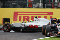 Esteban Gutierrez, Haas F1 Team VF-16 spins