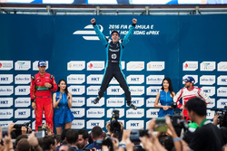 Podium: Race winnaar Sebastien Buemi, Renault e.dams; Lucas di Grassi, ABT Schaeffler Audi Sport en Nick Heidfeld, Mahindra Racing