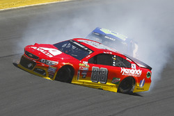Alex Bowman, Hendrick Motorsports Chevrolet, Casey Mears, Germain Racing Chevrolet, crash