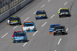 Greg Biffle, Roush Fenway Racing Ford leads the pack