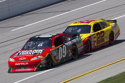 Landon Cassill, Phoenix Racing Chevrolet, Kurt Busch, Penske Racing Dodge