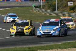Tiago Monteiro, Seat Leon 2.0 TDI, Sunred and Yvan Muller, Chevrolet Cruz 1.6T, Chevrolet