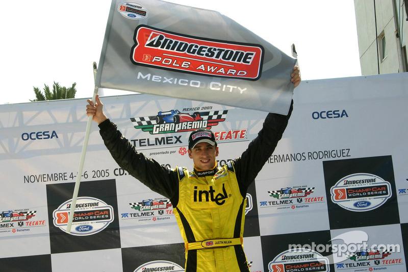 Ganador de la pole Justin Wilson celebra