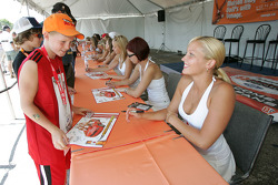 Molson Canadian girls autograph session