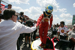 Carl Haas congratulates pole winner Sébastien Bourdais