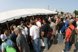 Une grande foule à la séance de dédicaces