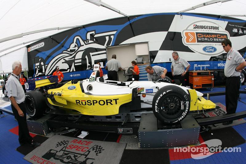 La voiture de RuSPORT à l'inspection technique