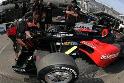 Front wing change practice at Minardi Team USA