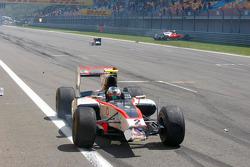 Julian Leal and Davide Rigon crash