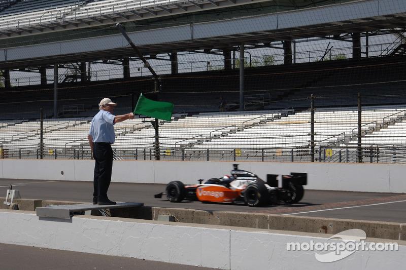 Michael Andretti prend le drapeau vert
