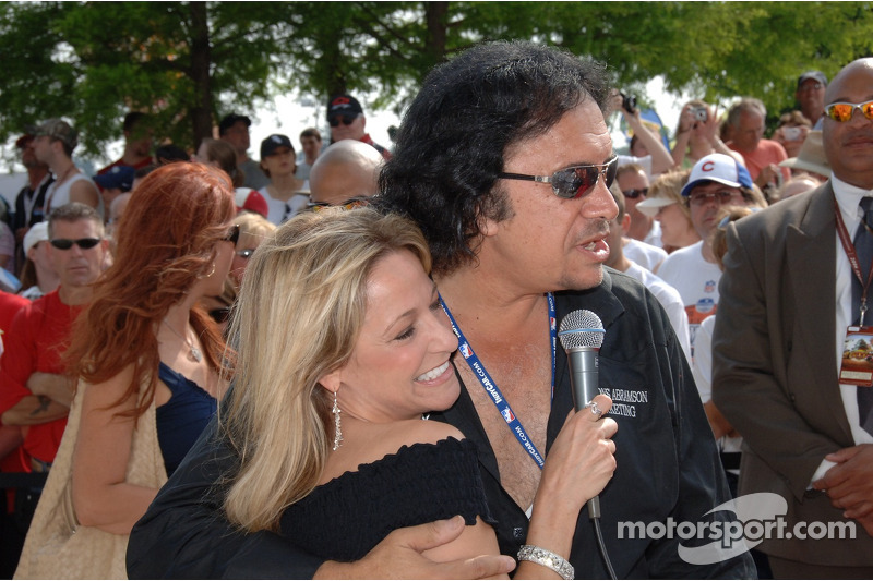 Gene Simmons avec Indianapolis Motor Speedway Laura Steele