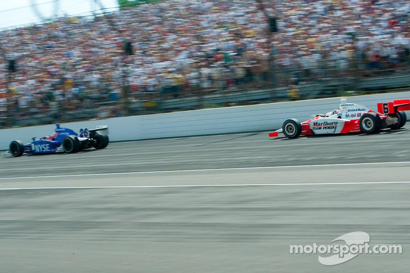 Sam Hornish Jr pourchasse Marco Andretti