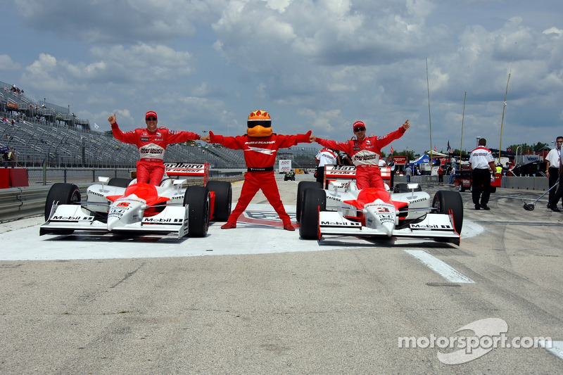 Helio Castroneves, en pole position, avec Sam Hornish Jr.